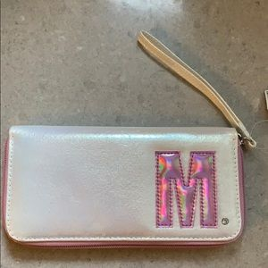 """Wallet with """"M"""" initial"""